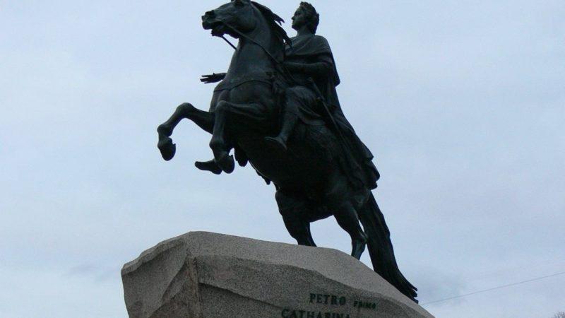 Szentpétervári emlékmű